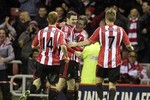 Sunderland 1-0 Man City: City bị M.U bỏ xa 7 điểm vì 'người cũ'