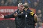 To tiếng với trọng tài, Sir Alex Ferguson chờ bị xét tội