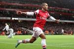 Arsenal 7 - 3 Newcastle: Walcott lập hat-trick, Giroud bồi cú đúp