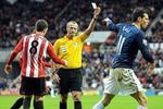 Gareth Bale: Ăn vạ thì bị thẻ vàng, không ăn vạ... cũng bị thẻ vàng