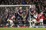 Arsenal 1-0 Stoke: Podolski mang 3 điểm khó nhọc cho Arsenal