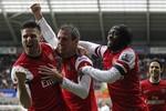 Swansea 0-2 Arsenal: Monreal mở đường tới top 4 cho Arsenal