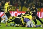 Borussia Dortmund 3 - 2 Malaga: Kinh điển ngược dòng