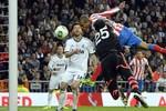 Ronaldo ăn thẻ đỏ, Real trắng tay mùa này