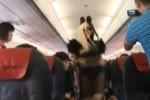 Ngọc Quyên mặc bikini gây xôn xao trên máy bay