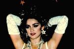 Bất ngờ với hình ảnh cô dâu Madona 27 năm trước