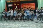 Báo Giáo dục Việt Nam trao tặng xe đạp tới học sinh có hoàn cảnh khó khăn