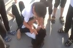 Hai nữ sinh lớp 6 đánh nhau chỉ vì… cái liếc mắt