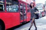 Quán quân Next Top Model diện mốt 'không quần' trên đường phố London