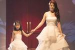 Trương Ngọc Ánh đưa con gái 6 tuổi lên sàn diễn catwalk