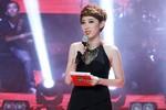 """""""Lỡ lời"""" tại liveshow The Voice, MC Yumi Dương xin lỗi khán giả"""
