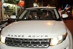Bạn gái lái xe Range Rover mừng Tuấn Hưng lên chức ông chủ
