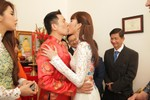 Ngọc Quyên hôn chú rể Việt kiều say đắm trong ngày cưới tại Mỹ