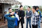Hậu đám cưới lần 3, Anh Tú theo Tuấn Hưng thăm trẻ khuyết tật