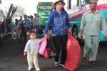 Dòng người lỉnh kỉnh về lại Sài Gòn sau Tết