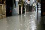 Thăm khu phố thê thảm giữa Thủ đô: Hễ mưa là ngập, phố biến thành sông