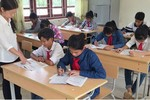 Có nên tiếp tục chi tiền cho phổ cập giáo dục nữa không?