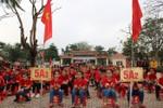 Ảnh: Thầy và trò Trường tiểu học thị trấn Hương Khê cổ vũ cho U23 Việt Nam