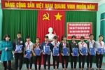 Công đoàn giáo dục Quảng Ngãi trao quà tết cho học sinh có hoàn cảnh khó khăn