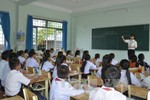 Giáo viên bị cắt hợp đồng lỗi do lãnh đạo huyện, hậu quả giáo viên gánh