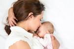 Cho con bú làm giảm nguy cơ mắc bệnh tim mạch, đột quỵ, ung thư