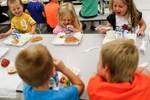 Các bạn nhỏ ở Mỹ ăn trưa tại trường ra sao?