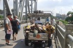 Một phụ nữ bị xe ba gác đâm tử vong trên cầu Đuống