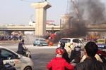 Xế hộp tiền tỷ (Cooper S) bốc cháy giữa đường, 3 mẹ con thoát chết