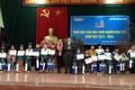 Báo GDVN và Ajinomoto tặng quà tết cho học sinh nghèo học giỏi