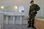 Bộ trưởng QP Nga hứa cho tất cả quân nhân Nga được tắm vòi hoa sen