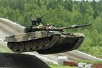 Tăng Nga T-90S phô diễn sức mạnh tại triển lãm ở Abu Dhabi