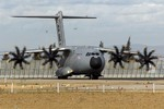 """Máy bay vận tải quân sự hạng nặng """"hút khách"""" châu Âu"""