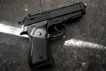 Ngừng thành lập cơ sở sản xuất súng ngắn Beretta