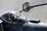 Cận cảnh màn nhận dầu trên không của máy bay AV-8B Harrier Mỹ