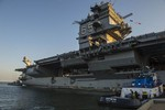 Tàu sân bay  USS Enterprise (CVN 65) di chuyển đến nơi tháo dỡ