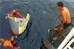 Chùm ảnh: Vớt xác máy bay OV-10 rơi của Philippines trên Biển Đông