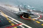 Phi công MiG- 29 Ấn Độ lần đầu tiên hạ cánh trên TSB Vikramaditya