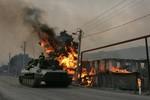Xe tăng, pháo, máy bay quân Nga nhả đạn ầm ầm ở phía Tây