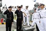 Đại diện Hải quân Trung Quốc lên soái hạm Varyag của Nga