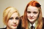 Nhuộm tóc gây quỹ từ thiện, 2 nữ sinh bị cách li