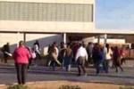 Mỹ: Phụ huynh cũng chen lấn, xô đẩy nộp đơn học cho con