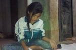 Nghị lực của cô học trò nghèo, mồ côi mẹ