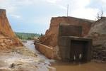 Vỡ đập thủy điện Ia Krel 2, thiệt hại tiền tỷ, ai chịu trách nhiệm?