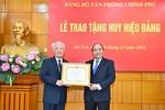 Thủ tướng Nguyễn Xuân Phúc trao Huy hiệu Đảng cho nguyên Phó Thủ tướng Vũ Khoan