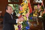 Thủ tướng Nguyễn Xuân Phúc dâng hương tưởng nhớ Chủ tịch Hồ Chí Minh