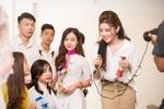 Á hậu Huyền My tập catwalk cho các nữ sinh thi Hoa khôi Sinh viên