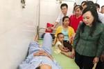Bộ trưởng Y tế thăm hỏi, động viên nạn nhân vụ lật tàu ở Thanh Hóa