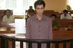 Bị bố vợ 'bắt quả tang' khi đang xâm hại con nuôi 12 tuổi