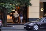Mở cửa trở lại, Gucci-Milano Hà Nội giảm giá đến 50%