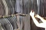 Đến thăm công xưởng comple, veston giá rẻ khổng lồ của Hà Nội